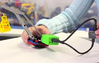 ブロックを組み合わせてiPhoneアプリ連動のおもちゃが誰でも作れる「ATOMS」