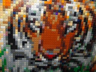 レゴモザイクでできたリアルな虎