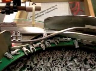 究極の工場見学。レゴの倉庫と製造過程、全部見せます