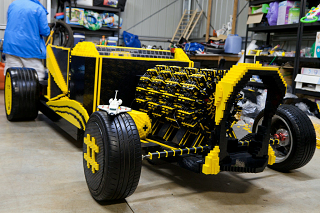 レゴ50万個以上を組み上げて作られた自動車が本当に走っているムービー